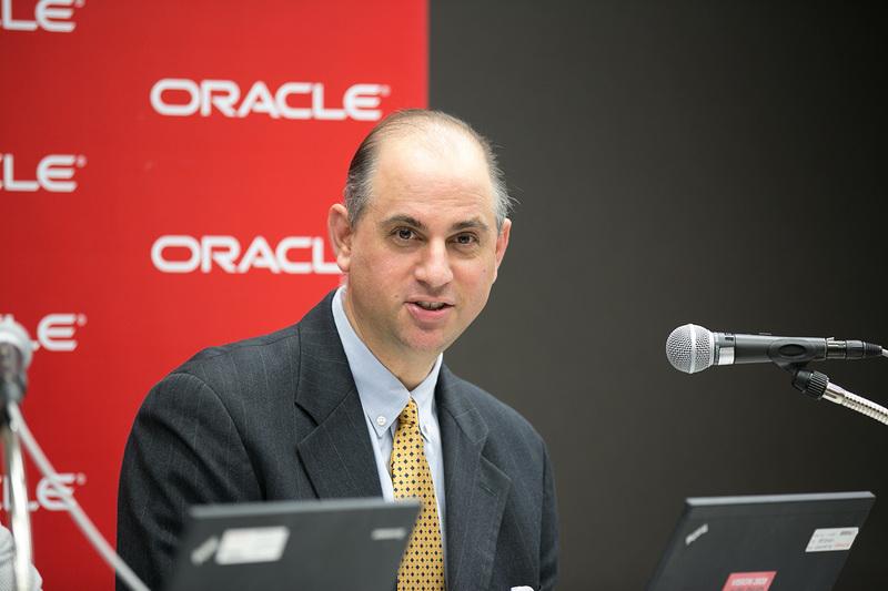 「Oracle Cloud World Tokyo 2015」でのオラクル・コーポレーション オラクル・マーケティング・クラウド エマージング・マーケット担当バイスプレジデントのエイブ・スミス氏のセッション